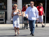 Britney Spears Th_76594_celebrity-paradise.com-The_Elder-Britney_Spears_2009-09-23_-__got_some_help_from_grocery_store_employees_7107_122_138lo
