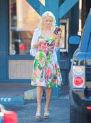 Холли Мэдисон, фото 1950. Holly Madison Starbucks in LA Market FEB-1-2012, foto 1950