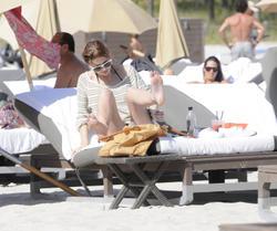 http://img43.imagevenue.com/loc512/th_531243837_Mischa_Barton_Bikini_Candids_on_the_Beach_in_Miami_December_27_2011_187_122_512lo.jpg