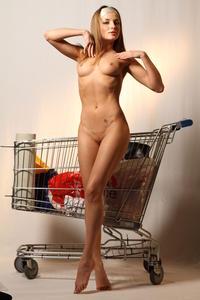 http://img43.imagevenue.com/loc531/th_000255972_tduid300163_MetArt_Entita_Alyssa_A_high_0109_123_531lo.jpg